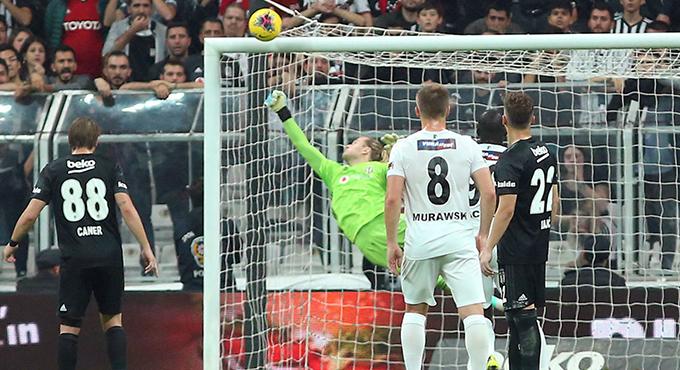 Karius Ter Stegen ve Neuer'i Geride Bıraktı!