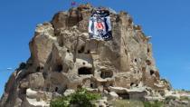 Dünyanın En Yüksek Peribacasına Beşiktaş Bayrağı Asıldı