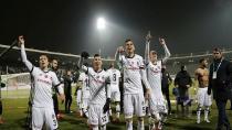 Beşiktaş Kartlara Engel Olamıyor!
