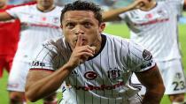 Beşiktaş Adriano'nun 5 Aylık Alacağının Birini Ödedi!